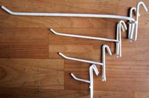 Крючок на решетку  белый, L=150 мм.
